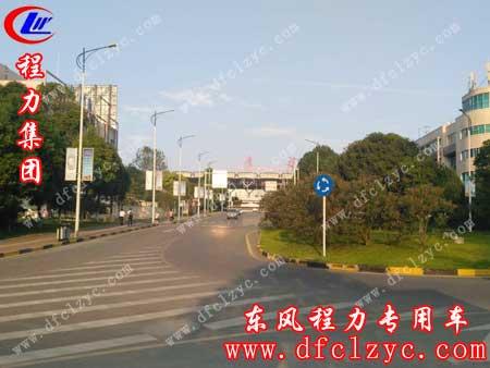 上述图片为东风大多利卡D9洒水车已到达贵州贵阳