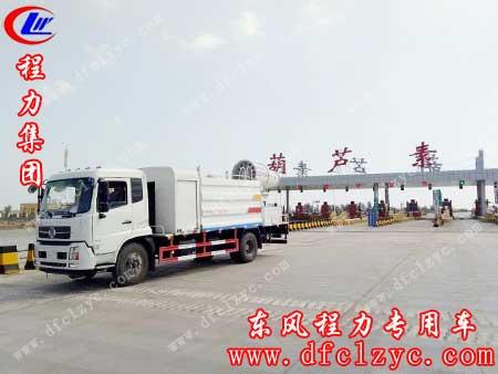 上述图片为湖北程力东风天锦抑尘车正走在秦芦苇高速中