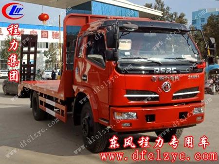 程力专用汽车股份有限公司的东风福瑞卡平板运输车准备出厂