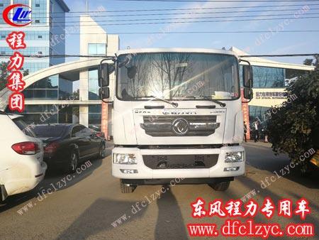程力专用汽车股份有限公司的东风D9洒水车准备出厂