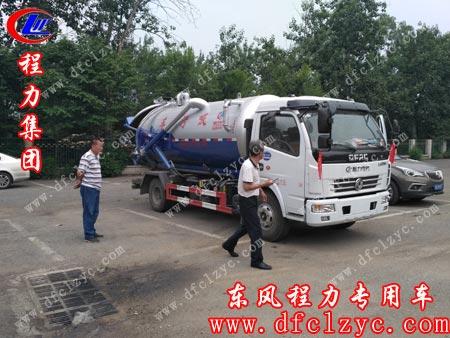 东风大多利卡吸污车到达北京用户所在地