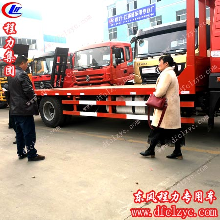 湖北程力集团生产的解放龙V平板运输车