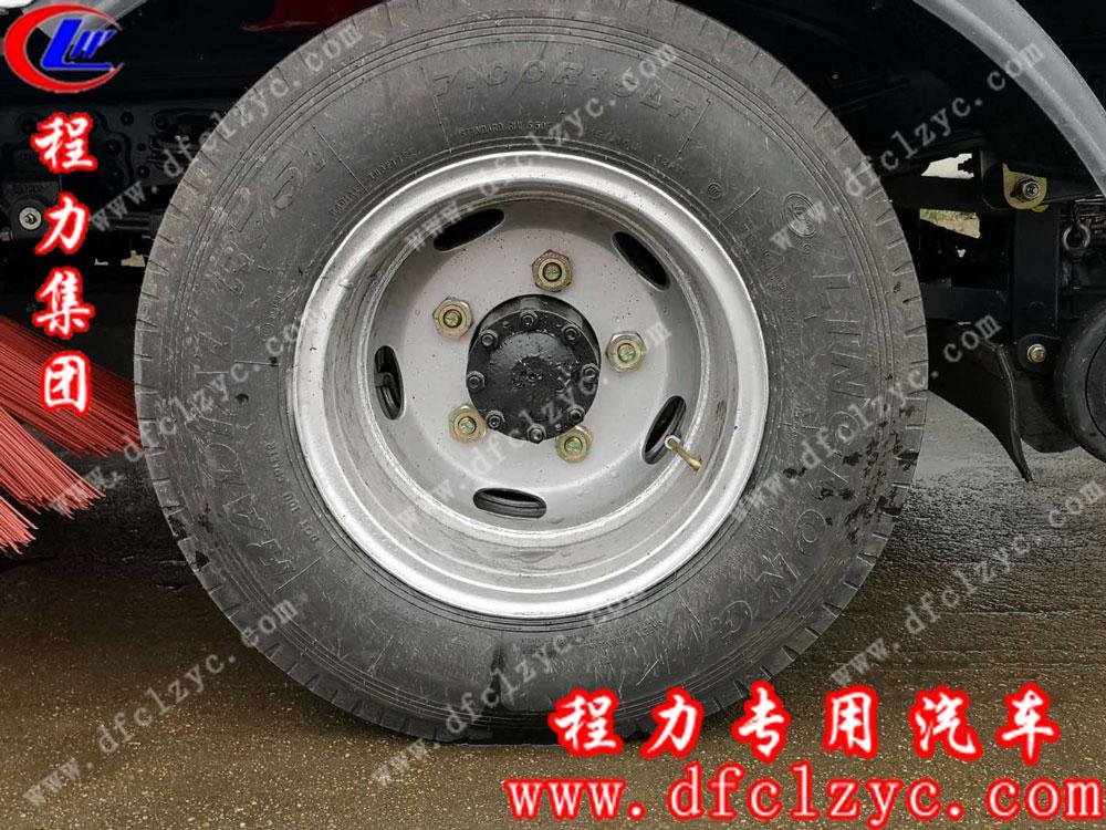 东风小多利卡扫路车轮胎