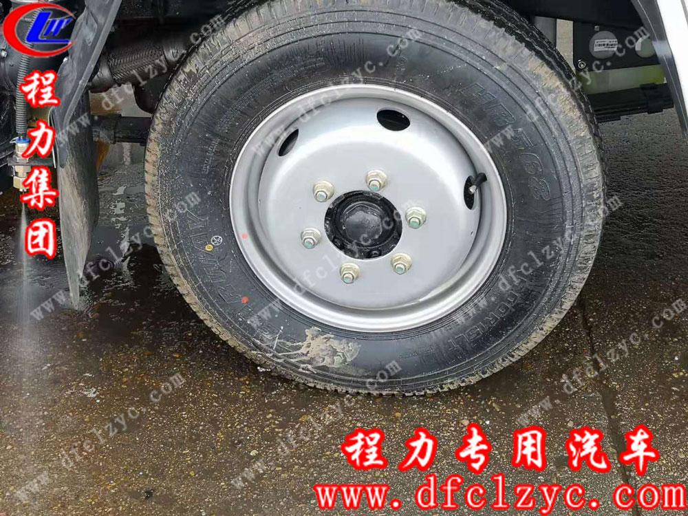 福田扫路车轮胎细节图