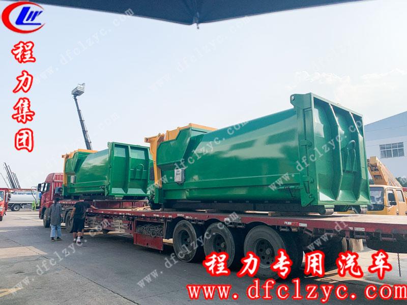 湖北程力专用汽车有限公司生产的移动压缩垃圾站准备出发去上海港口了